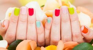 As cores de verniz para a temporada primavera e verão